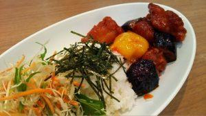 今週のランチ<鶏と野菜の黒酢あんかけ>&島の野菜<明日葉>