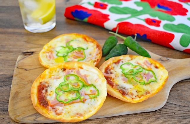 唐辛子でピリ辛!簡単ミニピザ